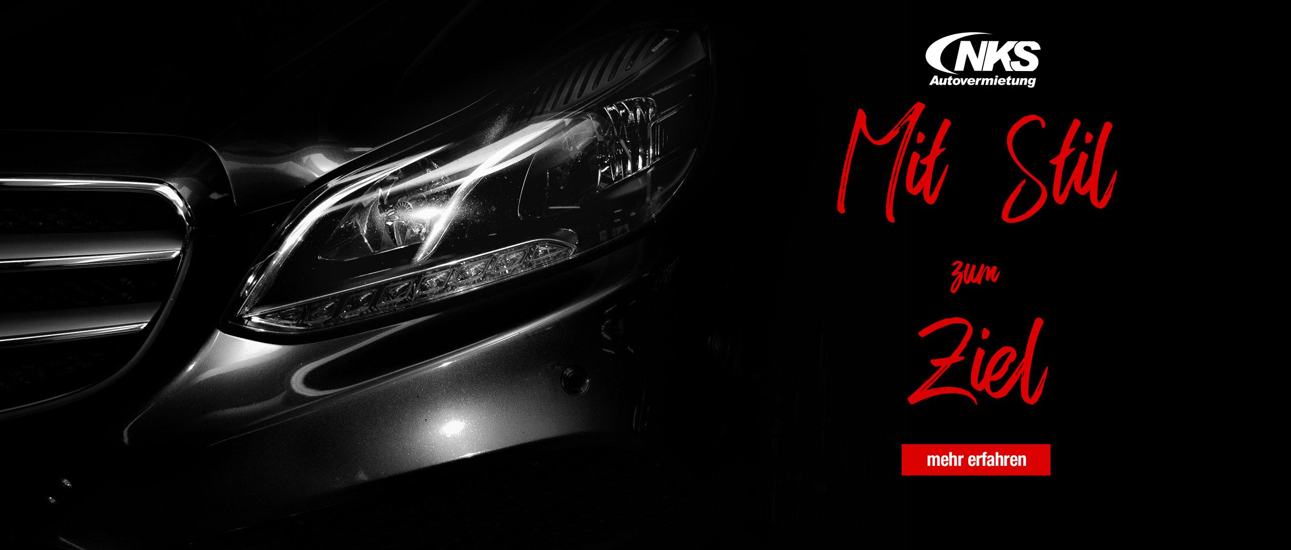 Autoscheinwerfer mit schwarzem Hintergrund.